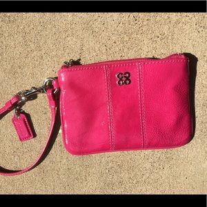 💕Coach pink patent leather wristlet